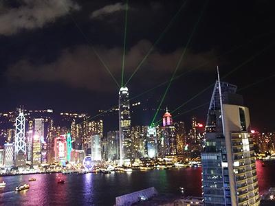 【香港旅行】夜景が簡単に楽しめる穴場!「eyebar」でシンフォニー オブ ライツ鑑賞!